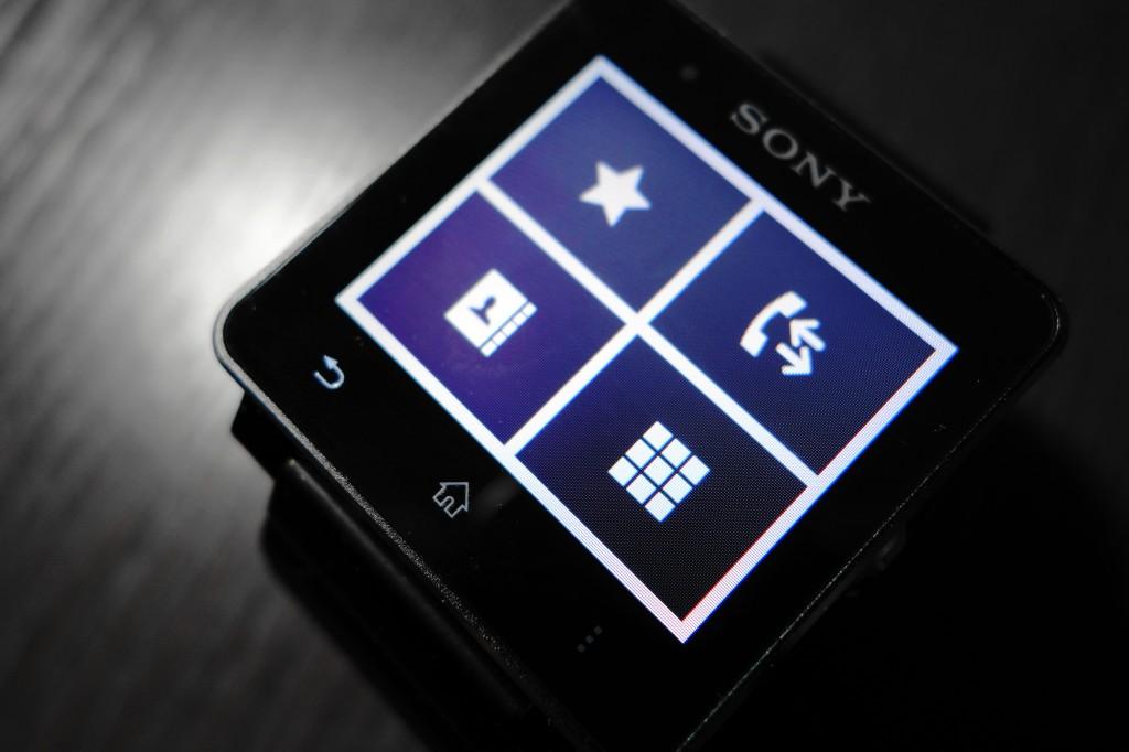 通话功能支持显示加星联系人;查看通话记录;查看所有联系人;数字拨号