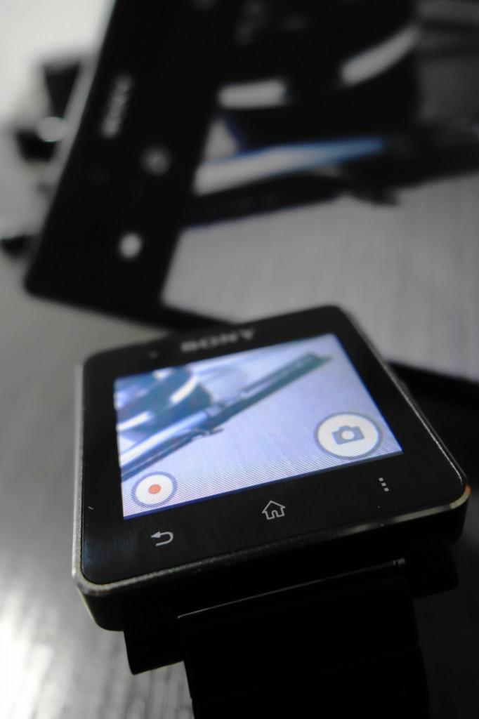 SW2 的摄像头控制界面,能控制配对的手机牌照或录制视频