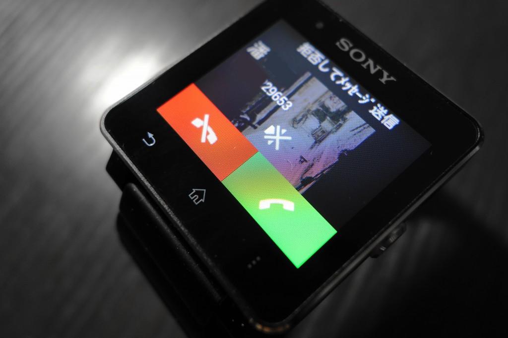 来电显示界面,可以接听、拒接、静音,及回复模板短信
