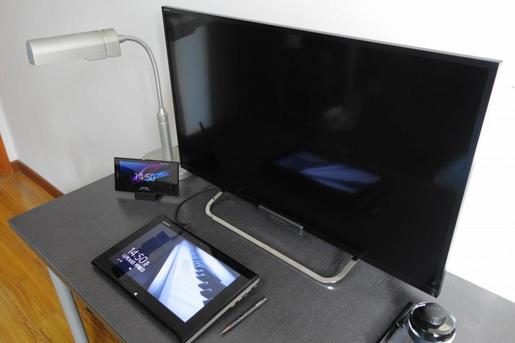 32寸正好能够放在自己的书桌上。19.7cm的支架深度不会占据太多空间