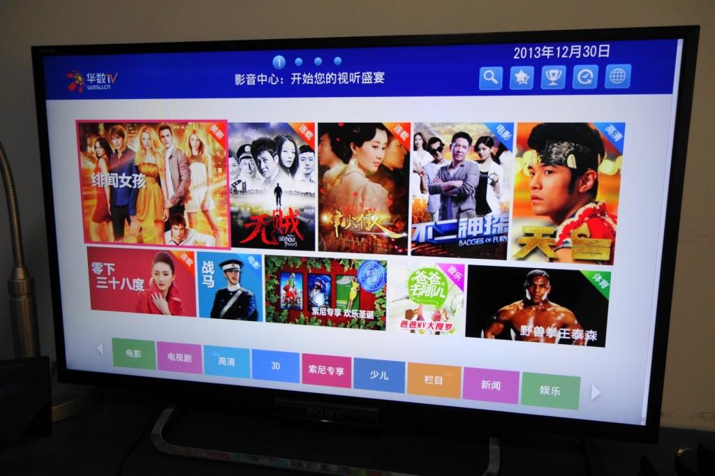 华数是索尼的媒体合作伙伴。W650A 内置的客户端中提供了不少免费的、收费的视频