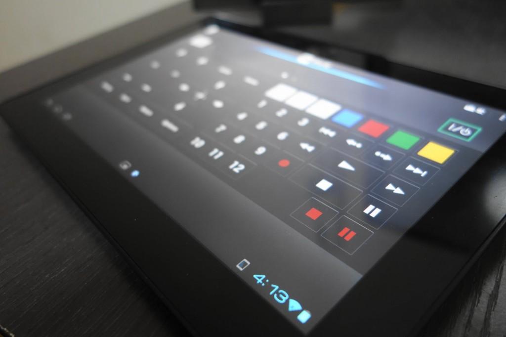 已经退役为数码相框、台钟专业户的初代 Sony Tablet S 能够作为 BRAVIA 的遥控器使用