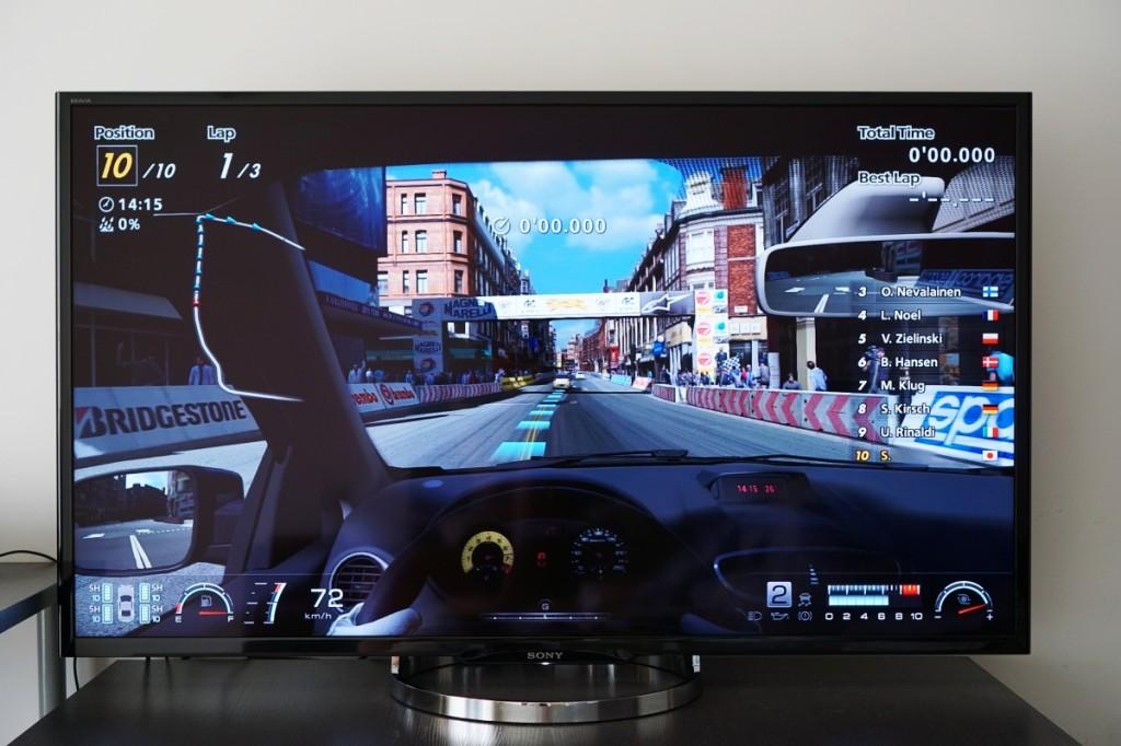 55寸的大屏幕玩游戏的代入感非常强。尤其是卡丁车比赛,在开启 3D 效果后效果拔群,与传统模式完全不是一个概念