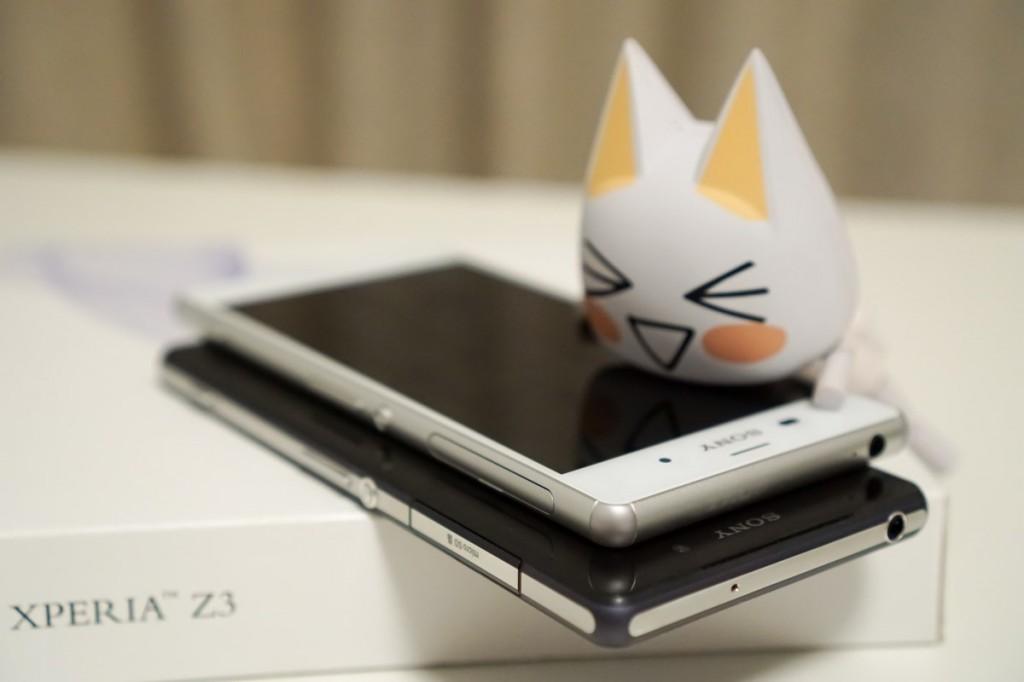 Z3 的四个边角由塑胶构成,可以在手机坠落地面时有效吸收冲击减轻损伤