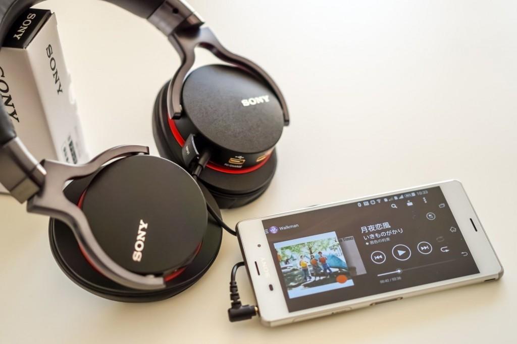 1ADAC 也支持3.5mm耳机接口,此时,处于开启状态的保护盖虽无大碍,但也不是太美观